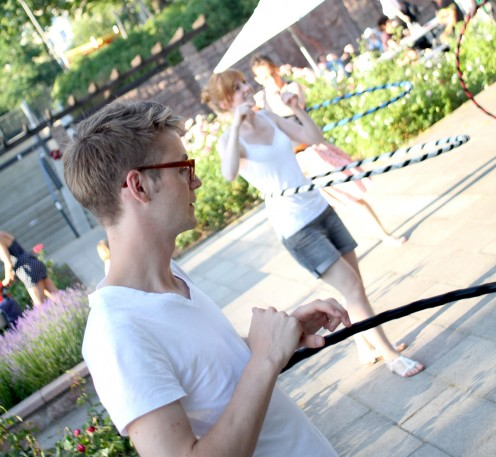 Hula Hoop im Berliner Rosengarten