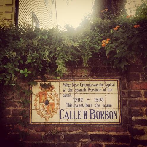 Im Gegensatz zu den meisten amerikanischen Städten ist es in New Orleans auch auf der Straße erlaubt, Bier zu trinken. Wovon besonders in dieser Gebrauch gemacht wird.