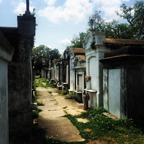 7000 Menschen sind hier begraben, die meisten davon in den 1100 Familiengräbern und Mausoleen. Letztere gehörten Vereinen und Gesellschaften wie der freiwiligen Feuerwehr, der YMCA oder Kirchengemeinden.