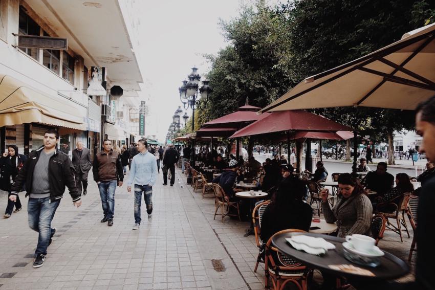 Cafés auf der Avenue Habib Bourguiba in Tunis