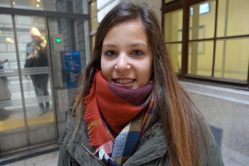 """Simone, 23: """"Mir war es wichtig, dieses Mal ins Wahllokal zu gehen und nicht bloß Briefwahl zu machen."""""""